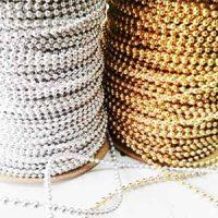 חרוזי פנינה על חוט זהב וכסף